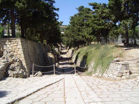 Kongevejen som udgår fra teaterpladsen på Knossos